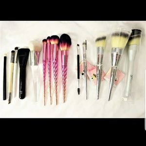 14 IT  Cosmetics and Anastasia Makeup Brushes